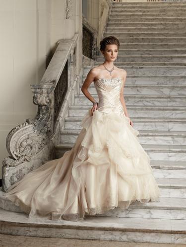 Продам: Свадебные и вечерние платья оптом для вашего магазина