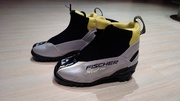 новые детские лыжные ботинки FISCHER