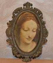 Картина «Мадонна» в металлической рамке.