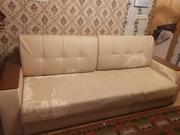 Светлый диван в гостиную